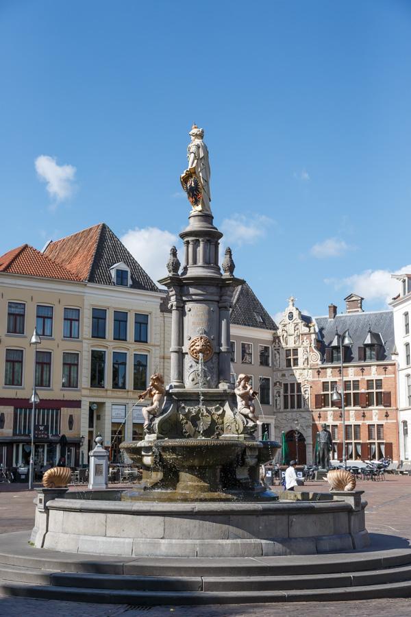 Deventer, fontein op de Brink